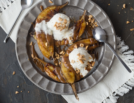 Grilled Banana Boats with Peanut Butter Caramel