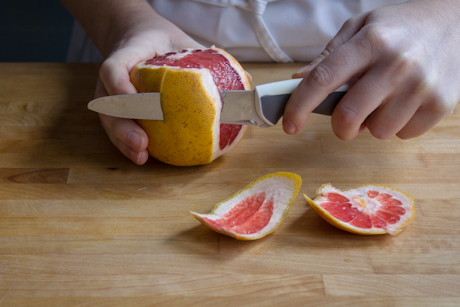 Remove skin and white pith of the grapefruit
