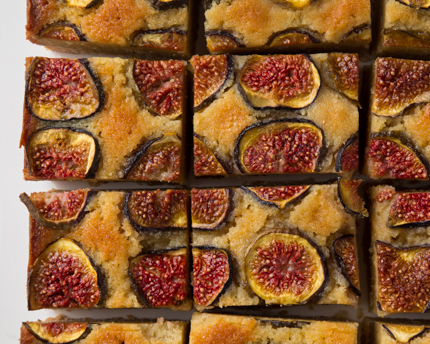 Almond and fig dessert squares cut into pieces