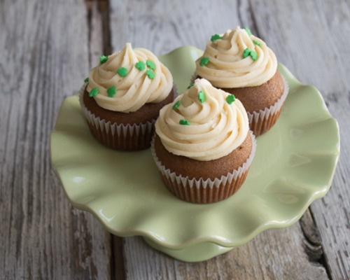 Stout cupcakes on a green plate